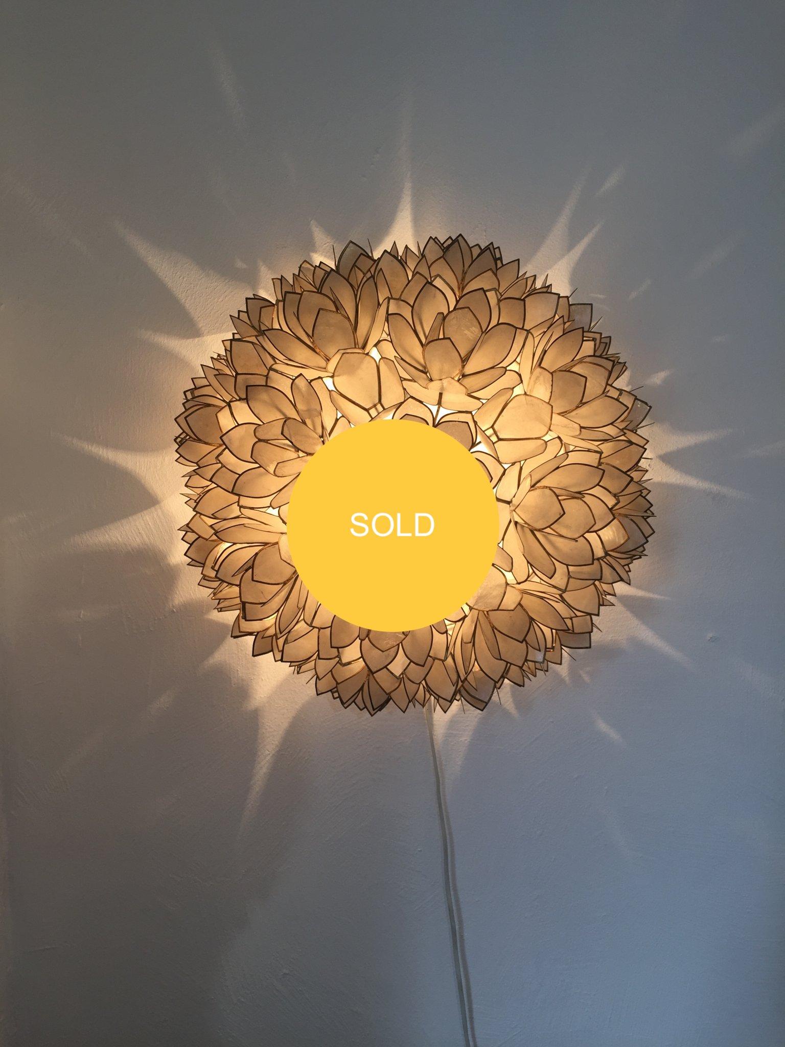 Flower wall lamp