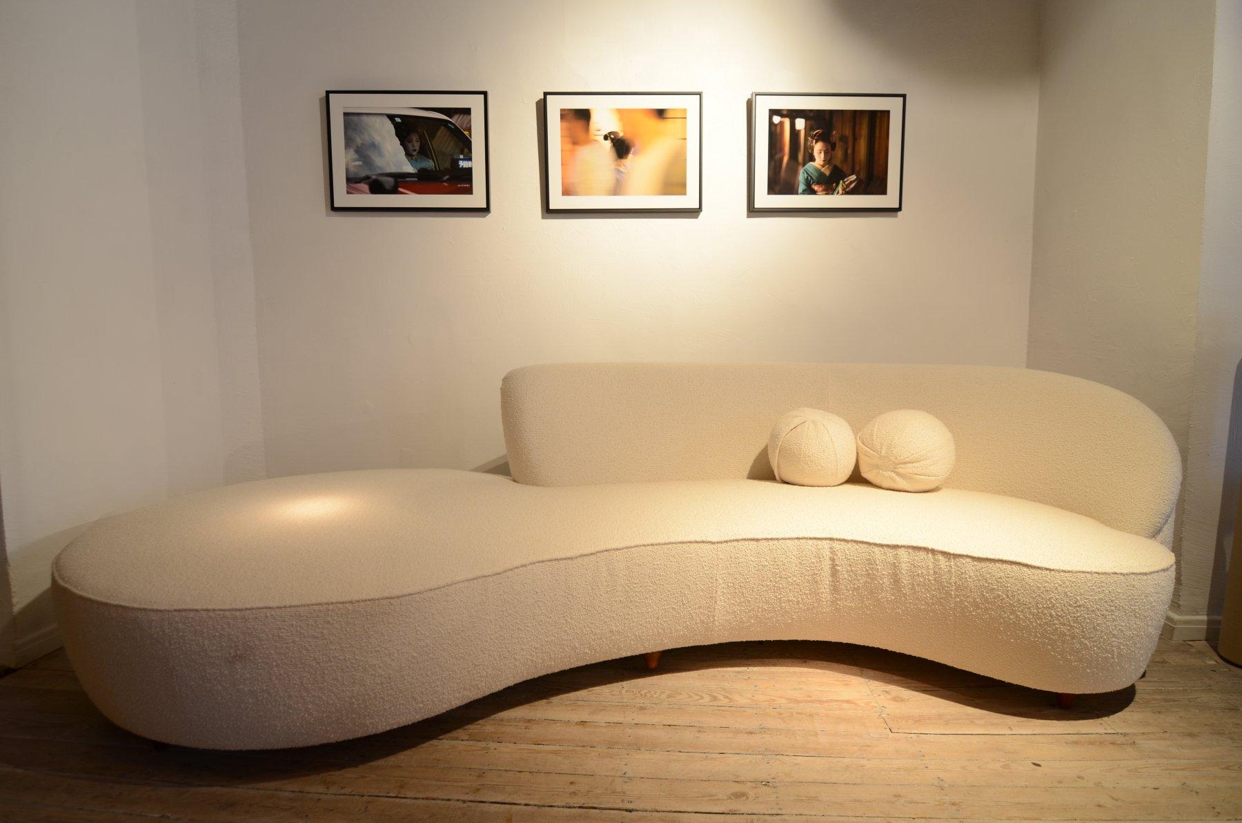 Sofa in the style of Vladimir Kagan