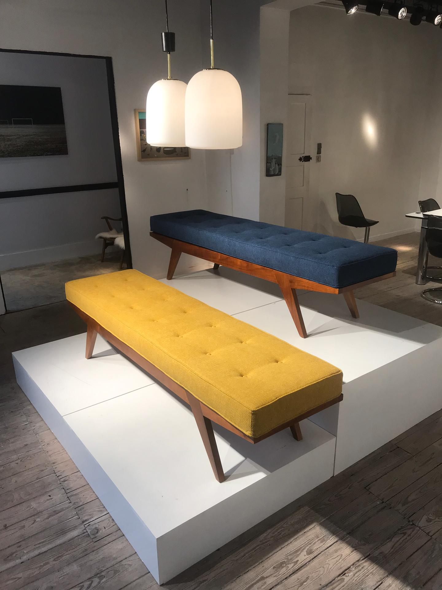 Set of 2 daybeds / benches