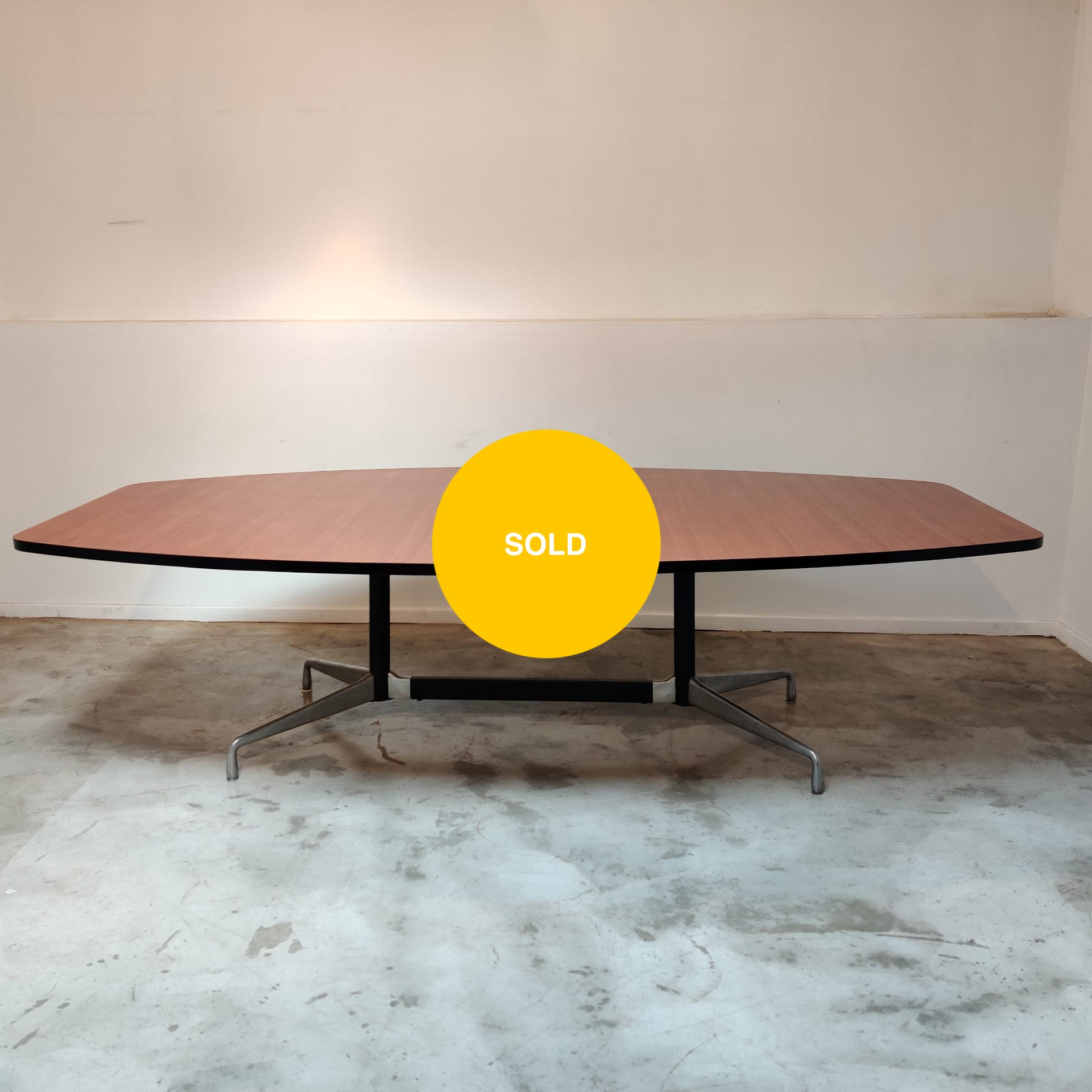 Big dining / conference table